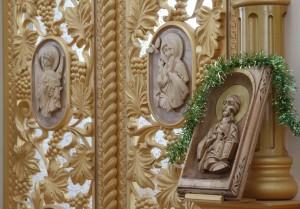 Царські Врата із різьбленими іконами
